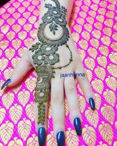 Latest Simple Arabic Mehndi Designs for Back Hand 2020 Henna Hand Designs, Mehndi Designs Finger, Mehndi Designs Book, Simple Arabic Mehndi Designs, Mehndi Designs For Girls, Mehndi Designs For Beginners, Modern Mehndi Designs, Mehndi Designs For Fingers, Wedding Mehndi Designs