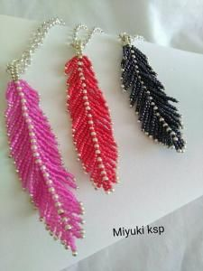 beaded feathers, link not working Bead Jewellery, Seed Bead Jewelry, Seed Bead Earrings, Beaded Jewelry, Seed Beads, Seed Bead Crafts, Beaded Crafts, Jewelry Crafts, Beading Projects