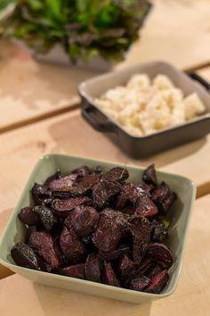 Paahdetut punajuuret nousevat ihan uudelle tasolle, kun punajuuret maustaa balsamicolla eli balsamiviinietikalla. Kun mukaan heittää vielä reilusti yrttejä häviää kilo punajuuria hetkessä. Balsamico-punajuuret sopivat ruoan lisukkeeksi ihan sellaisenaan. Balsamico-punajuuret voi tarjoilla myös alkuruokana vuohenjuuston kera... Vegetarian Recepies, Vegan Recipes, Vegan Food, Food Food, No Salt Recipes, Just Eat It, Beef Dishes, Rice Dishes, I Foods