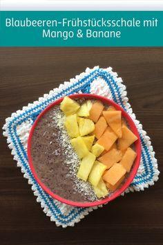 Wer liebt sie nicht, die Heidelbeere? Wir haben die auch unter dem Namen Blaubeere bekannte Frucht mit Mango, Banane und Joghurt zu einem leckeren Rezept kombiniert: Blaubeeren-Frühstücksschale mit Mango & Banane.