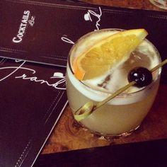Do novo Frank Bar: coquetel Soulless Gentleman, com whiskey Gentleman Jack, maple syrup, limão siciliano, bitter e tintura de chá Lapsang Souchong