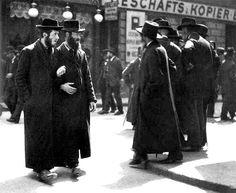 Orthodox Jews - Vienna 1900s http://thirdreichocculthistory.blogspot.co.uk/2013/03/aryanism-and-third-reich.html