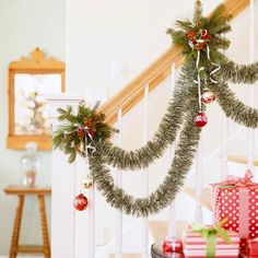 Simple stairway garland with green tinsel Christmas Stairs Decorations, Christmas Staircase, Stairway Garland, Banister Garland, Christmas Holidays, Christmas Wreaths, Christmas Gifts, Celebrating Christmas, Office Christmas