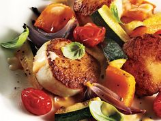 1212 Seared Scallops with Summer Vegetables and Beurre Blanc Fish Dishes, Seafood Dishes, Fish And Seafood, Seafood Recipes, Cooking Recipes, Healthy Recipes, Cooking Tips, Clam Recipes, Dinner Recipes