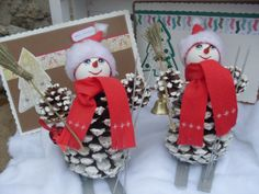 How to make figurines and Christmas decorations from cones Diy Holiday Gifts, Handmade Christmas Decorations, Christmas Ornament Crafts, Snowman Crafts, Christmas Crafts For Kids, Holiday Ornaments, Kids Christmas, Holiday Crafts, Pinecone Ornaments