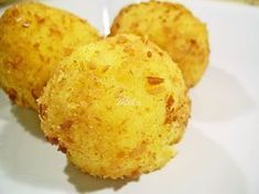 Bulete de mamaliga umplute Cornbread, Tapas, Muffin, Food And Drink, Cooking, Breakfast, Ethnic Recipes, Mariana, Food