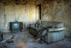Il ajoute : « Je photographie tous les lieux auxquels je peux avoir accès, et j'adorerais passer plus de temps sur les hôtels et les centres de vacances abandonnés, parce qu'il y en a encore tellement que je n'ai pas vus. » | Ce photographe capture la beauté troublante d'hôtels abandonnés