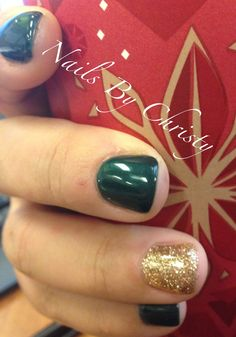 My CND Shellac Nails - Gorgeous Green and Gold Sparkle Christmas Shellac Mani #CND #ShellacNails