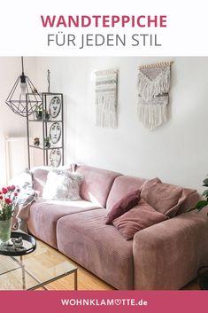 Mit Wandteppichen kann man jede Wand einfach dekorieren. Die kleinen Teppiche bringen ähnlich wie Makramees viel wärme in den Raum. Besonders im Wohnzimmer oder über dem Bett ist der Wandteppich ein schönes Element zur Wanddekoration. Boho Stil, Flower Oil, Types Of Houses, Dream Bedroom, Linen Bedding, Couch, Diy, Furniture, Home Decor
