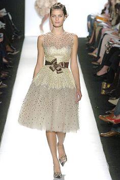 Oscar de la Renta Fall 2005 Ready-to-Wear Fashion Show - Isabeli Fontana