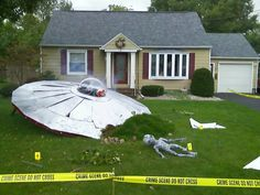 "Halloween decor depicts a crashed UFO. I would have added signs to the right showing U. government signs that read: ""Crash site of a Weather Balloon."" (or), ""What UFO? Casa Halloween, Alien Halloween, Holidays Halloween, Vintage Halloween, Happy Halloween, Halloween Costumes, Halloween Clothes, Halloween Crime Scene Ideas, Space Party Costumes"