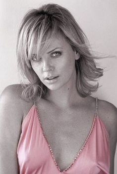 The Essence of the Music Business Charlize Theron, Classic Beauty, Beautiful Actresses, Pretty Woman, Gorgeous Women, Blond, Divas, Hollywood, Celebrities