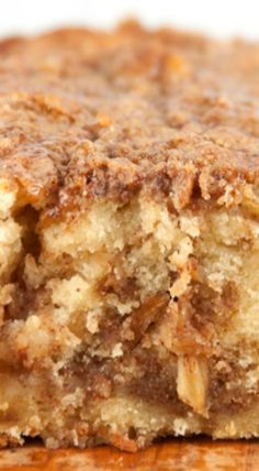 Cinnamon Apple Pie Bread - Forget the pie crust and get all the flavors of fall in a quick and easy bread with brown sugar and cinnamon topping apple recipes Gateau Iga, Just Desserts, Dessert Recipes, Breakfast Recipes, Easy Apple Desserts, Apple Recipes Easy Quick, Breakfast Casserole, Breakfast Cake, Health Desserts