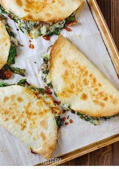 Baked Spinach Mushroom Quesadillas - My Favorite Quesadilla Recipe These Are Crispy, Delicious, And Chock Full Of Nutrition. What's more, Baking These Quesadillas Allows You To Make Many At Once, So You Can Feed Your Hungry Family Quickly And Easily Vegetarian Recipes Videos, High Protein Vegetarian Recipes, Vegetarian Recipes Dinner, Vegan Recipes, Healthy Pizza, Vegetarian Italian, Spinach Recipes, Healthy Protein, Dinner Healthy