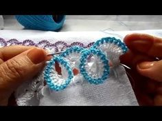 Learn how to crochet flower stitch in this video. You can crochet flowers while crocheting without breaking the yarn. count as dc in this pattern. Crochet Boarders, Crochet Edging Patterns, Crochet Designs, Thread Crochet, Crochet Stitches, Knit Crochet, Crochet Afgans, Crochet Flower Tutorial, Crochet Flowers