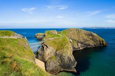 Carrick-a-Rede Rope Bridge is a famous rope bridge near Ballintoy in County Antrim, Northern Ireland. Best Of Ireland, Dublin Ireland, Ireland Travel, Tourism Ireland, Antrim Ireland, Belfast, Rope Bridge, Road Trip, Chateau Medieval