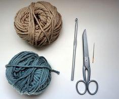 Petite Maille | Le crochet c'est pas ringard !: Panier au crochet Knitted Hats, Creations, Patches, Deco, Knitting, Couture, Amigurumi, Tutorial Crochet, Tuto Tricot