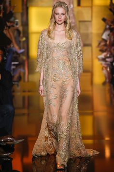 See all the Collection photos from Elie Saab Autumn/Winter 2015 Couture now on British Vogue Haute Couture Paris, Elie Saab Couture, Haute Couture Fashion, Fashion Week, Runway Fashion, Fashion Show, Fashion Design, Elie Saab Fall, Winter Mode