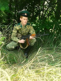A Soviet KGB-PV Pogranichnik (Border Guard) hides among the bushes, in order to catch any that may attempt to infiltrate (or leave) the sturdy confines of the USSR's borders! Military Weapons, Military Life, Military History, Caucasian Shepherd Dog, Border Guard, Army Police, Military Drawings, Evil Empire, Russian Men