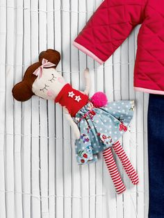 free rag doll pattern - use up some fabric scraps to make this adorable, customizable little doll