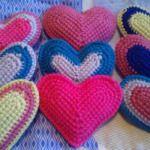 Háčkovaná srdíčka Crochet Flowers, Blanket, Knitting, Soap, Image, Wedding Souvenir, Flowers, Handarbeit, Luxury