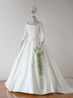 袖付きドレスの表
