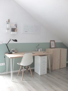 Nice, bright home office with sloping roof.- Schönes, helles Home Office mit Dachschräge. Nice, bright home office with sloping roof. Home Office Design, Home Office Decor, Diy Home Decor, Room Decor, Office Designs, Office Ideas, Office Style, Office Furniture, Furniture Ideas