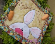 mug rug cute, image only Small Quilts, Mini Quilts, Patch Quilt, Applique Quilts, Mug Rug Patterns, Rug Inspiration, Spring Projects, Quilted Table Runners, Penny Rugs