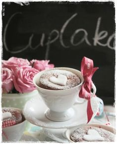 Delicious chocolate cake perfect for Valentines Day Cupcake In A Cup, Heart Cupcakes, Romantic Desserts, Just Desserts, Romantic Table, Romantic Ideas, Baking Cupcakes, Cupcake Cakes, Cup Cakes