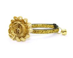 I shined in one of these Flower Cat Collars In Glittery Gold when I announced the award I got from BlogPaws!