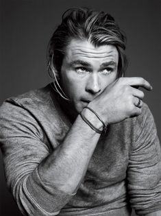 Chris Hemsworth is the star of Thor and Snow White and the Huntsman. He is known for his long, chin-length blonde hair. Hemsworth in character Chris Hemsworth Thor, Star Treck, Melbourne, Hemsworth Brothers, Portraits, The Avengers, Avengers 2012, Raining Men, Attractive Men