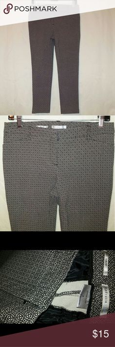 VANHEUSEN STUDIO slim fit stretch printed capris Elegant black and white print. Double slide and zippered button closure.  Four working pockets- front and rear.  Belt loops top of the curve hugging stretch crop pants designed by VANHEUSEN STUDIO.   In perfect condition. Waist 15 inseam 24. Van Heusen Pants Capris