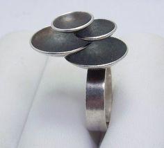 Elis Kauppi for Kupittaan Kulta, vintage modernist silver ring. Contemporary Jewellery, Modern Jewelry, Metal Jewelry, Jewelry Art, Jewelry Rings, Silver Jewelry, Vintage Jewelry, Jewelry Design, Silver Rings