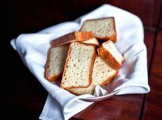 Liszt-, és tejmentes fehér kenyér recept: Ez a recept teljesen visszadja a klasszikus kenyér állagát és ízét! Nem tartalmaz glutént, ami a búzában (tönkölybúzában is), árpa és rozs fehérjéiben fordul elő. Tehát egy igazi tejnemtes és lisztmentes kenyér receptről van szó.