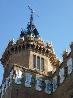 Hoy 20 de mayo se cumplen 125 años de la inauguración del a Exposición universal de Barcelona y para celebrarlo os invitamos a pasera por El castillo de los Tres Dragones http://www.rutasconhistoria.es/loc/castillo-de-los-tres-dargones