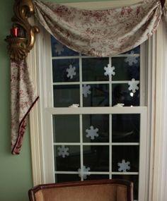 Milk Jug Snow Flakes http://forkidsentertainment.com/craft-using-a-milk-jug-to-make-snow-flakes #diy #MilkJugs