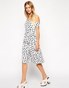 Browse online for the newest ASOS Bandeau Skater Dress in Polka Dot styles. Shop easier with ASOS' multiple payments and return options (Ts&Cs apply). Asos Petite, Petite Size, White Off Shoulder, Shoulder Dress, Bardot Midi Dress, Nice Dresses, Summer Dresses, Secret Sale, Skater Dress