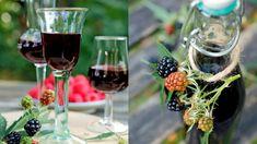 Ve většině zemí jsou oblíbené likéry z tamních sezonních plodin. Alcoholic Drinks, Cocktails, Red Wine, Vodka, Table Decorations, Glass, Craft Cocktails, Drinkware, Corning Glass