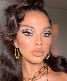 Silver Eyeshadow Looks, Metallic Eye Makeup, Black Smokey Eye Makeup, Silver Makeup, Bright Eye Makeup, Black Makeup, Simple Party Makeup, Party Makeup Looks, Creative Makeup Looks