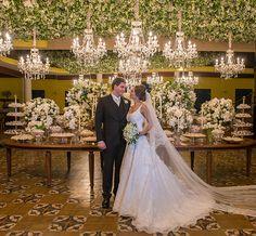 """Natassya Otoni e Thúlio Romanelli disseram o """"sim"""" em um lindo casamento em Goiás, na cidade de Pirenópolis. A noiva usou vestido Wanda Borges."""