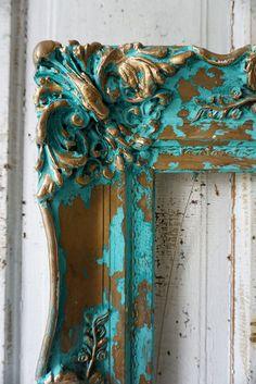 Gesso de madera ornamentada cuadro marco océano azul aqua del colgante de pared francesa Hollins apenado cottage shabby chic decoración diseño de anita spero Esto ya no está en reserva. Este artículo no cumple los requisitos para la reserva en este momento... Pinté este marco ornamentado en 2 colores caseros océano azul. Uno es un color de acento que es más profundo que el color principal. Los colores son los tonos de aqua con toques de verde azulado... (Nota: las cámaras pueden ser un poco…