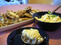 Karjalanpiirakka par Tintti78 Tartelette, Macaroni And Cheese, Ethnic Recipes, Food, Rice Porridge, Kitchens, Recipe, Mac And Cheese, Essen