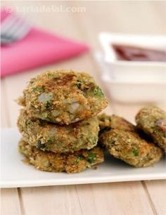 A balanced combination of brinjal with other veggies like potatoes, french beans and carrots is pepped up with mint leaves, onion paste and spice powders, and mixed into a dough for cutlets. Coating the dough with bread crumbs imparts an exciting crispness to the cutlets. What is more, this veggie-loaded brinjal cutlet is cooked on a non-stick tava with minimal oil, so you can choose this to accompany your cup of tea whenever you feel like it!