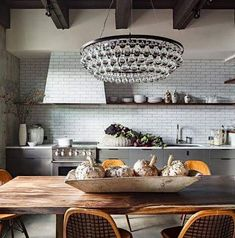 All the feels. #kitchendesign by @jhinteriordesign . What's not to love? Happy weekend!