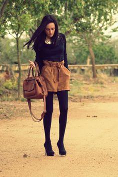 ::camel hight waisted shorts::