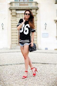 #fashion #fashionista @Irene Colzi chanel bag | nuovi capelli | maglia con numero | shorts jeans |  vogue eyewear | luxottica | outfit | look | irene colzi | irene closet | scarpe rosse | sandali rossi 2