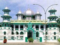 masjid-besar-darussalam-lamongan-jawa-timur-indonesia.html