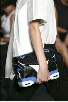 #CreatedByKeeo How sick is this Alexander Wang spring/summer 2015 readytowear sneaker clutch? W A N T O N E