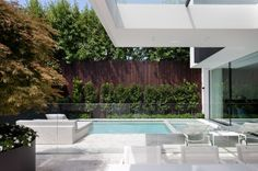 Solid Advice For Landscaping Around Your Home - House Garden Landscape Modern House Facades, Modern House Design, Jacuzzi, Timber Battens, Marble House, Townhouse Designs, Melbourne House, Swimming Pool Designs, Swimming Pools