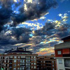 Espectacular puesta de Sol desde Ribarroja para despedir la semana. #Nubes #Sol #Ribarroja #estoyenribaroja by kikebm__78